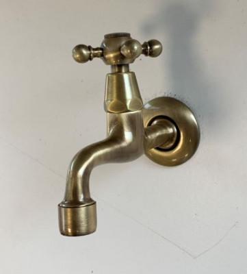 PB klassieke muurfonteinkraan met sterknop koud water brons 1208855602